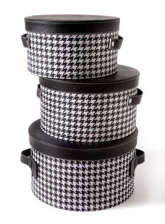 cilinder: Set di pied de poule assegno e cappelliere in pelle nera isolato su sfondo bianco