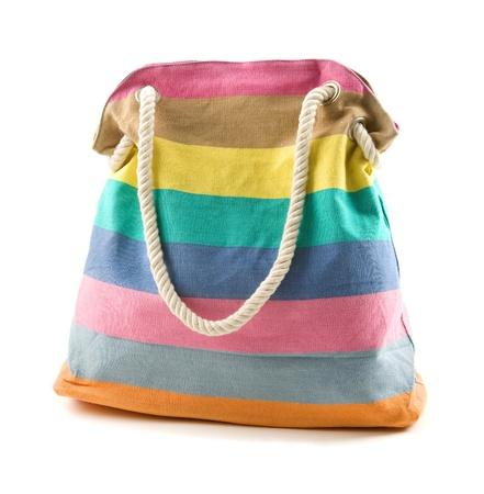 complemento: Lienzo multicolor bolsa de playa con rayas de cuerda correa de hombro aislado sobre fondo blanco