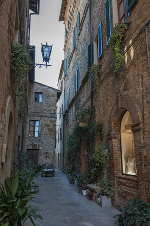 val: Beautiful narrow street in the small magical and old village of Pienza, Val DOrcia Tuscany - Italy Editorial
