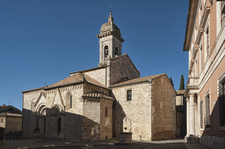 san quirico d'orcia: SAN QUIRICO DORCIA, ITALY - OCTOBER 30, 2016 - Medieval catholic church in Tuscany, Collegiate Church of St. Quirico DOrcia (Siena, Italy)