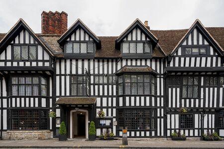 STRATFORD-UPON-AVON, WARWICKSHIRE, UK - MAY 27, 2018: The Tudor-style 17th Century Mercure Shakespeare Hotel in Chapel Street, Stratford-upon-Avon - UK Publikacyjne