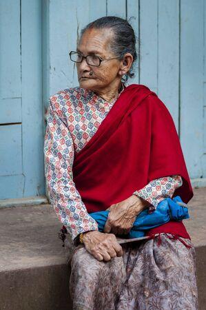 BHAKTAPUR, NEPAL AUGUST 13, 2018: Unidentified Nepalese woman in Bhaktapur, Nepal Publikacyjne