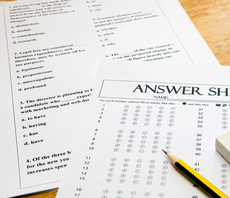 multiple choice english question sheet and answer sheet  with pencil for english test 스톡 콘텐츠