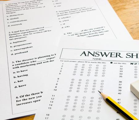 meerkeuzevragen Engels vragenformulier en antwoordblad met potlood voor Engelse toets