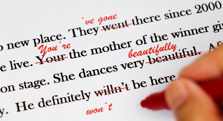 英文校正には赤いペンで
