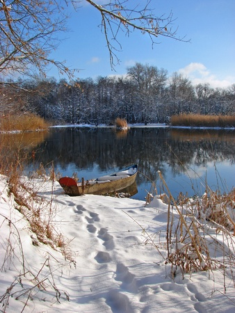 lake beach: Boat on the Ukrainian winter river