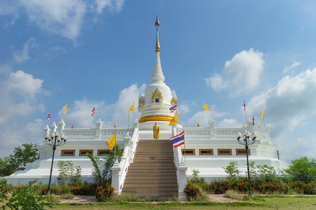 place of worship: place of worship with sky background at Wat Khun Sai
