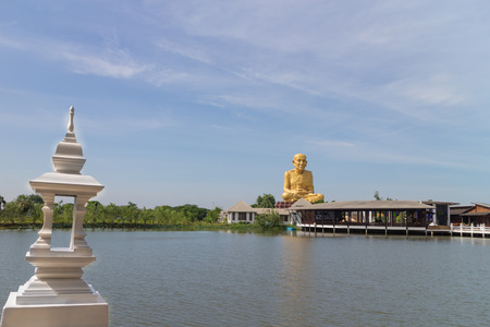 pu: Monk statue forLuang Pu Thuad sitting over the lake