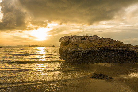 Brown sunset at Ao Nang Beach, Krabi, Thailand Imagens - 101938738