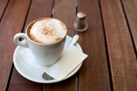 cappuccino met kaneel Stockfoto