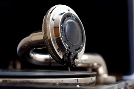 . ビンテージの音非常に古い蓄音機のクローズ アップ