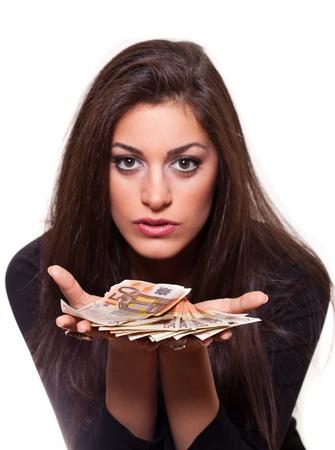 お金、お金、選択と集中が白い背景の分離を提供する美しい若い女性