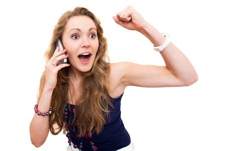 Groot Nieuws. Ik won een miljoen dollar (of kreeg de baan) ... Mooie gelukkige vrouw met een smartphone op een witte achtergrond Stockfoto