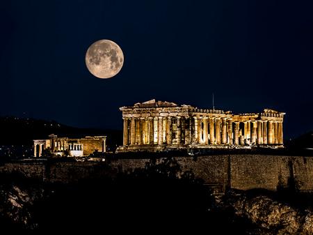 templo griego: Partenón de Atenas en la noche, Grecia