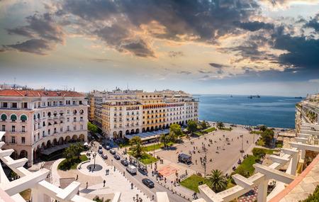 the granola: Cuadrado de Aristóteles en la tarde, Thessaloniki, Grecia Foto de archivo