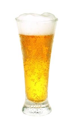 brew beer: Cerveza cristal aislado sobre fondo blanco