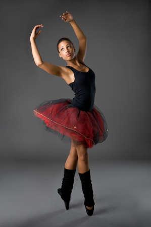 African dance: Estudio de foto de una bailarina cl�sica