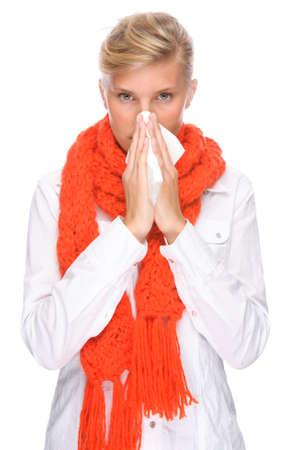 estornudo: Completo retrato aislado de una mujer cauc�sica con pa�uelo