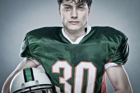 jugadores de futbol: Joven jugador de f�tbol americano