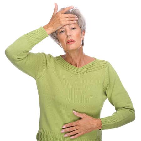 elderly pain: Pieno ritratto isolato di una donna anziano con mal di testa