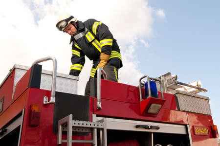 voiture de pompiers: Image � partir d'un pompier jeune et r�ussir au travail