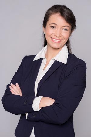 Porträt eines lächelnden mittleren Alters Geschäftsfrau