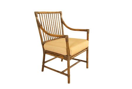 Witte Rieten Stoel : Vintage rieten stoel geïsoleerd op een witte achtergrond royalty