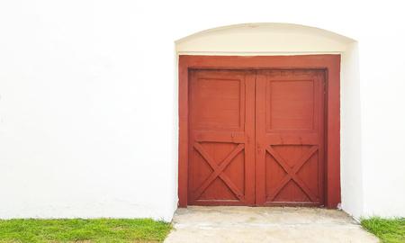 welcome mat: Red door