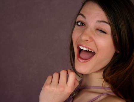 winking: Bella adolescente occhiolino