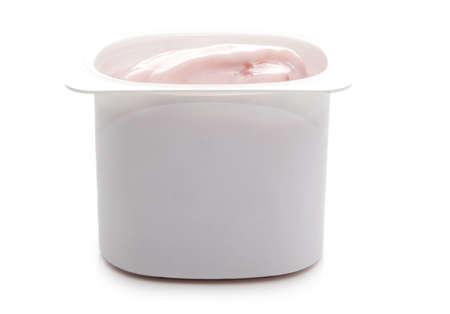 single portion of strawberry yogurt, isolated on white Imagens
