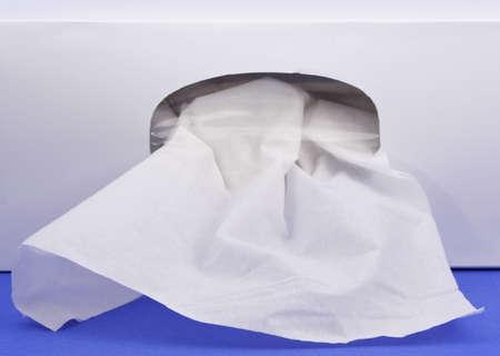얼굴 표정: closeup on box of facial tissue