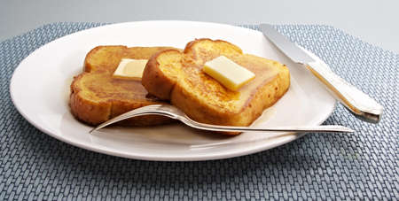 french toast with piece of butter on a white plate Imagens - 3010866