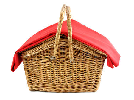 wicker picnic basket with red tablecloth Standard-Bild