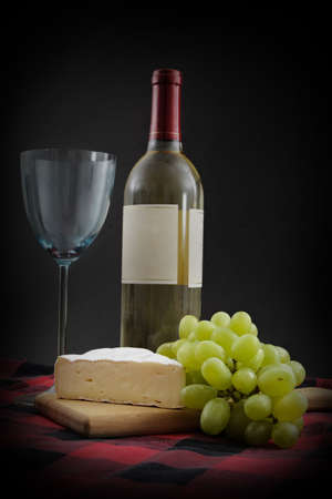 camembert and green grape with wine