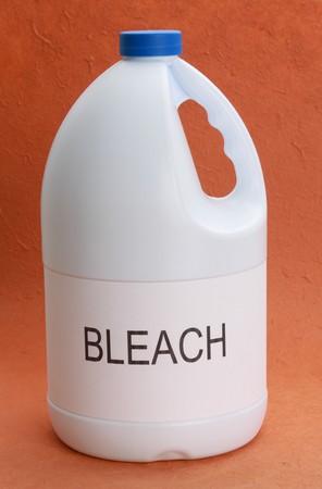 Weisse Flasche Wasche Bleichen Blaue Kappe Orange Hintergrund