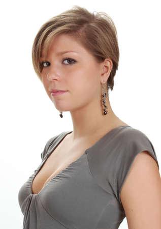 короткие волосы: молодая блондинка женщина с короткими волосами