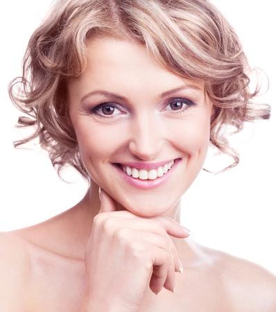 old year: Attraente donna trentenne con i capelli ricci, isolato su sfondo bianco