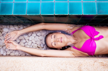 beautiful young brunette woman relaxing in the swimming pool  Stock Photo - 16875522