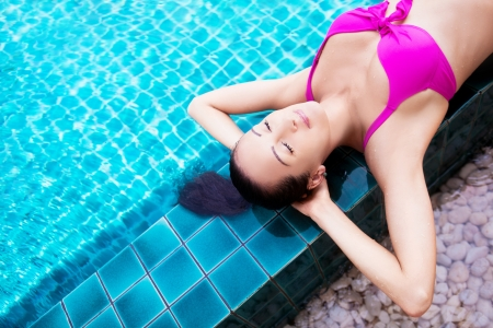 beautiful young brunette woman relaxing in the swimming pool  Stock Photo - 16869447