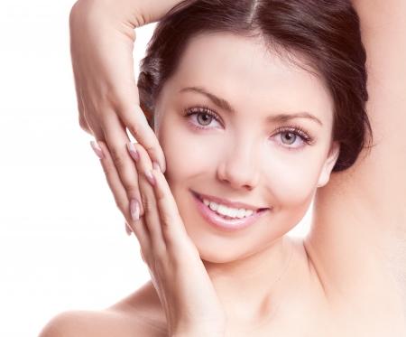 Porträt eines jungen schöne Brünette Frau zu berühren ihrem Gesicht, isoliert auf weißem Hintergrund Standard-Bild - 16960476