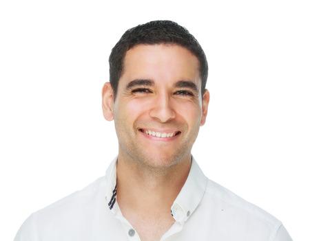 jonge knappe lachende man, geïsoleerd tegen Wit