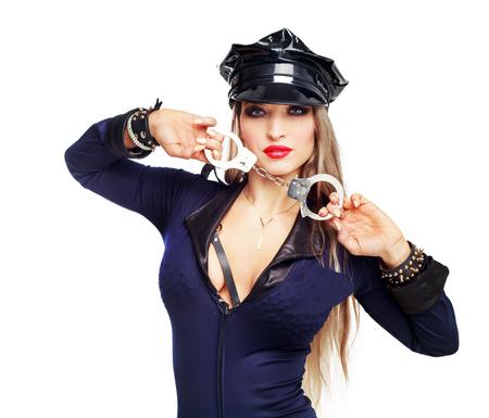 mooie striptease danseres, verkleed als een politieagent handboeien geïsoleerd tegen een witte achtergrond te houden Stockfoto