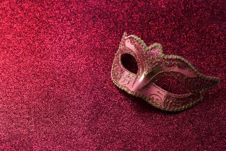 Carnival mask on red glitter Stockfoto