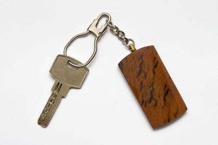 doorkey: Chiave con anello portachiavi su sfondo bianco