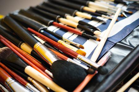 aseo personal: pinceles de maquillaje en caso de cuero