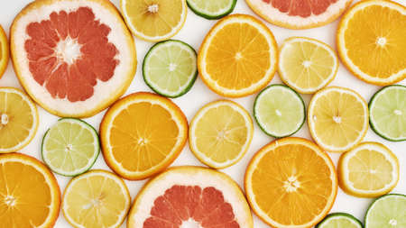 Top view of citrus fruits, Orange, tangerine, lemon, lime and grapefruit slices or circles isolated over white background 免版税图像 - 155193626