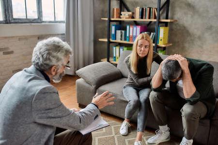 Professional psychotherapist healing mental disease of man 免版税图像