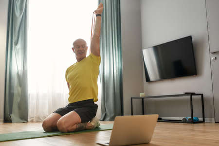 Adult trainer conducting yoga lesson at home 免版税图像