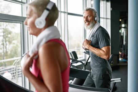 Cheerful elder man enjoying being fit and healthy, working out in gym Standard-Bild