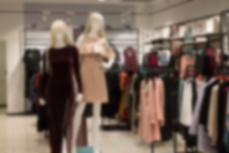 Abstract blurred image of shopping mall or retail store with product shelves. Banque d'images - 124005066